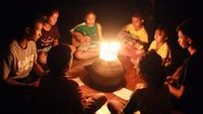 """เด็กโรงเรียนเล็กในทุ่งกว้าง ร้องเพลง """"วอนแม่นางนอน"""" ถึง 13ชีวิตติดถ้ำ"""