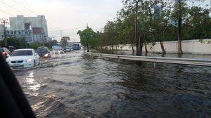 กรุงเทพฯฝนตก หลายพื้นที่ยังมีน้ำท่วมขัง