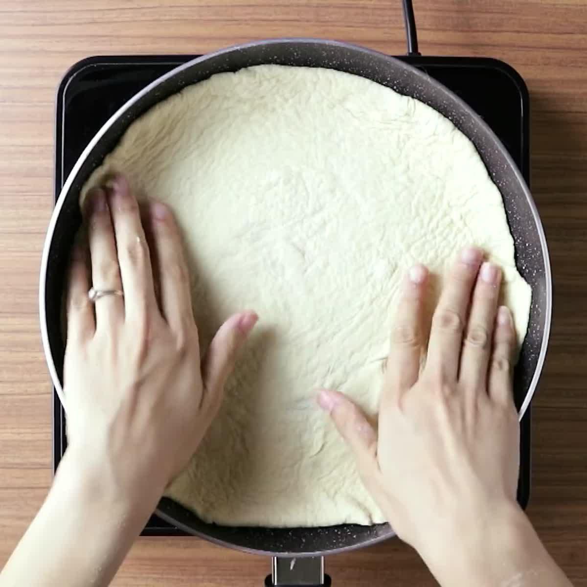 วิธีทำ พิซซ่า (กระทะ) กินข้าวกัน by แม่อ้อ