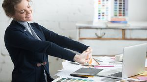 มนุษย์ออฟฟิศต้องจด! 8 ท่าบริหาร วิธีผ่อนคลาย เพื่อคนนั่งทำงาน