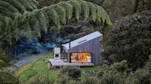 ลืมกระท่อมไม้ผุพังแบบเดิมๆ เพราะนี่คือ บ้านไม้ สุดหรูในป่าใหญ่!