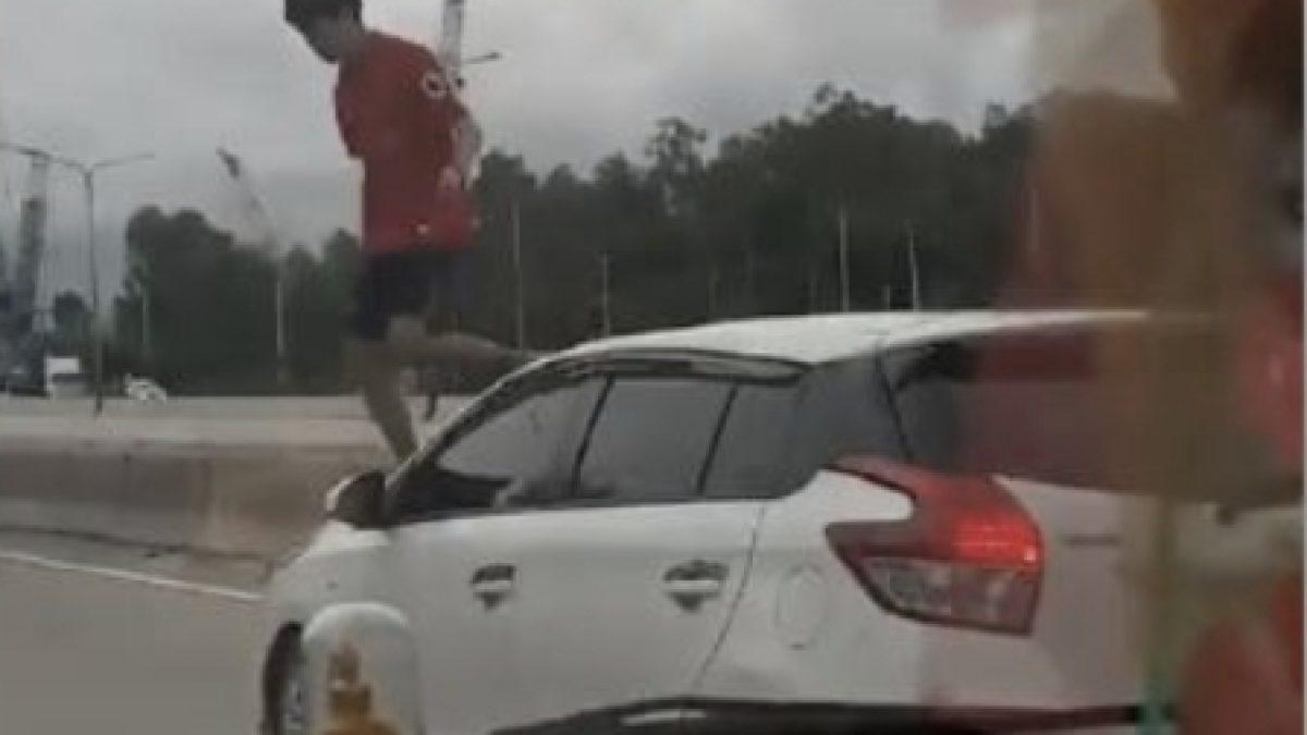 วัยรุ่นคะนอง กระโดดถีบรถ..กระทืบหลังคารถผู้หญิง  17.54 น. 04-10-60