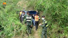 คลิปตำรวจ ไล่ล่าเก๋งซิ่งแหกด่านหนีข้ามจังหวัด ก่อนทิ้งรถหายตัวไปหวุดหวิด