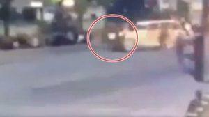ระทึก!! นาทีหญิงวิ่งตัดหน้ารถยนต์พระที่นั่ง เพื่อถวายฎีกา