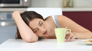 ง่วงนอนบ่อย อยากนอนตลอดเวลา รู้ไหมว่าอาการเหล่านี้บอกอะไรกับคุณ?