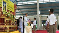 พระเจ้าอยู่หัว พระราชทานอุปกรณ์การเรียน ให้โรงเรียนใน จ.อุทัยธานี
