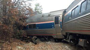 รถไฟสหรัฐฯ ประสานงารถบรรทุก ดับ 2 เจ็บกว่า 70 คน