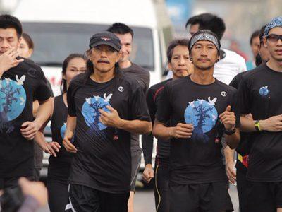 แอ๊ด คาราบาว ร่วมวิ่ง #ก้าวคนละก้าว กับ ตูน บอดี้สแลม