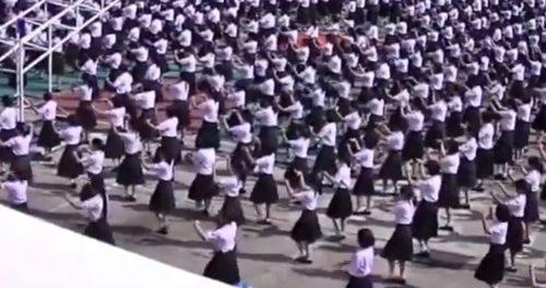 สะออนเด้! นักเรียนจากอุดรธานี พร้อมใจฟ้อนรำหมู่งานเกษียณครู