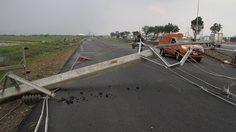 พายุพัดถล่มอยุธยา เสาไฟฟ้าล้มกว่า 30 ต้น – ต้นไม้ล้มทับรถเสียหาย