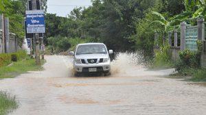 ฝนถล่มโคราช เกิดน้ำท่วมถนนหลายสาย