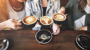 คอชา กาแฟ มาฟัง! ดื่มมาก ร่างกายได้รับกาเฟอีนสูง เสี่ยงเป็น ภาวะพิษกาเฟอีน ได้