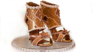 บร๊ะเจ้า! รองเท้าส้นสูง แพงที่สุดในโลก ทำจากทองคำและเพชรนับพัน ราคาเบาๆ 500 ล้าน!!