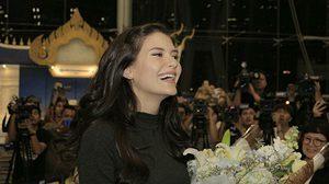 พระองค์หญิง ประทานดอกไม้ ต้อนรับมารีญากลับไทย