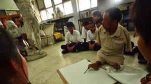'ศิลปินพิการ…สู่อาจารย์ศิลปะ' เอกชัย มนุษย์เพนกวิน พิชิตคิลิมันจาโร