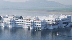 เลค พาเลซ โรงแรมหรูลอยน้ำ ประเทศอินเดีย