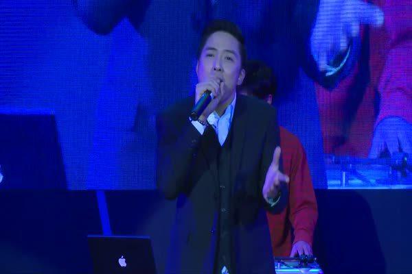 โชว์จาก หนึ่ง อภิวัฒน์  เพลง ชุดวิวาห์ ในงานประกาศรางวัล MThai Top Talk-About 2015