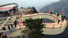 สะพานพื้นกระจกสุดหวาดเสียว ฉงชิ่ง ประเทศจีน