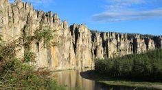 แท่งเสาหินมหัศจรรย์ อุทยานเสาหินแม่น้ำลีนา ประเทศรัสเซีย