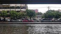 ฝนถล่มกรุง! ถนนรัชดาจราจรสาหัส มีน้ำท่วมขังสูง