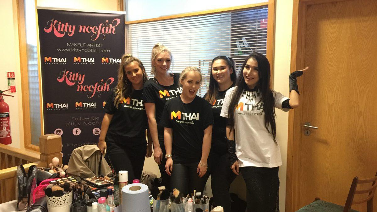 ทีมแต่งหน้า MThai ในงานลอนดอนแฟชั่นวีคที่ประเทศอังกฤษ