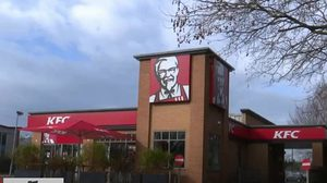 KFC ประกาศปิดหลายร้อยสาขาในอังกฤษ เหตุไม่มีไก่ขาย