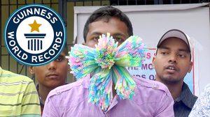 หนุ่มอินเดียทุบสถิติโลก…..หลังเอา หลอด ยัดเข้าไปในปากได้ถึง 459 อัน!!