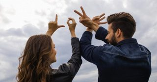ผู้ชายตกหลุมรักผู้หญิงไวกว่า 3 เท่า เชื่อได้จริงหรอว่าเป็น 'ความรัก'