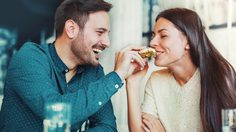 ผลวิจัยชี้ คนมีแฟนมักอ้วนขึ้น กว่าคนโสด ความรักดี น้ำหนักก็ขึ้นตาม เพราะเหตุนี้!!!