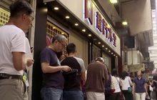 """ร้านอาหารฮ่องกง """"เลือกข้าง"""" ทางการเมือง"""