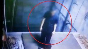 คลิปชีวิต หนุ่มพลัดตกช่องลิฟท์อาคาร ที่อยู่ระหว่างการก่อสร้าง
