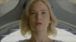 เจนนิเฟอร์ ลอว์เรนซ์ ไม่เข้าใจ!? ทำไมตื่นขึ้นระหว่างเดินทางในคลิปล่าสุดจาก Passengers