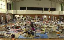 ผู้ประสบภัยน้ำท่วมในญี่ปุ่นจำนวนมากรอความช่วยเหลือ