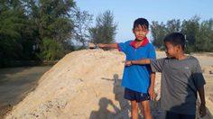 สลด! เด็ก 10 ขวบ เล่นน้ำคลายร้อน ถูกทรายดูดจมดับ