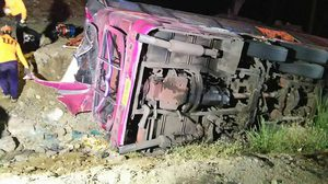 'ดอยรวก' มรณะ ! รถบัสขนแรงงานพม่า เบรกแตกแหกโค้ง พลิกคว่ำตกข้างทางเจ็บ-ตายอื้อ