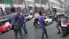 เปิดคลิป! ชายเสื้อม่วงปะทะหนุ่มใส่สูท หลังฉุนถูกเตือนเรื่องขับรถ ด้านชาวเน็ตแห่ตัดภาพล้อ