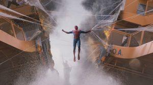 ปาร์กเกอร์ เจอ สตาร์ก ในตัวอย่างแรก Spider-Man: Homecoming