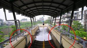 ประชาชนโอด ! กทม.ต่อท่อระบายน้ำทำ 'น้ำท่วม' พื้นสะพานลอย