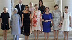 ฮือฮา ภาพบุรุษ 1 เดียว ในกลุ่มคู่สมรสผู้นำประเทศกลุ่มนาโต้