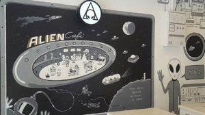 หนุ่มสถาปนิก ยอมทิ้งเงินเดือนทำตามฝัน เปิดร้านอาหารอวกาศ 'Alien Cafe'