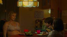 ชาร์ลิซ เธอรอน เป็นคุณแม่ลูกสามสภาพโทรมสุดๆ ในตัวอย่างล่าสุด Tully