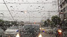 พิษฝนถล่มกรุง! รามคำแหง-ลาดพร้าว รถจราจรติดขัด