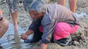 'แทงโวยวาย' อาชีพแปลกที่หาดูยาก สร้างรายได้ให้ชาวมอแกน !!