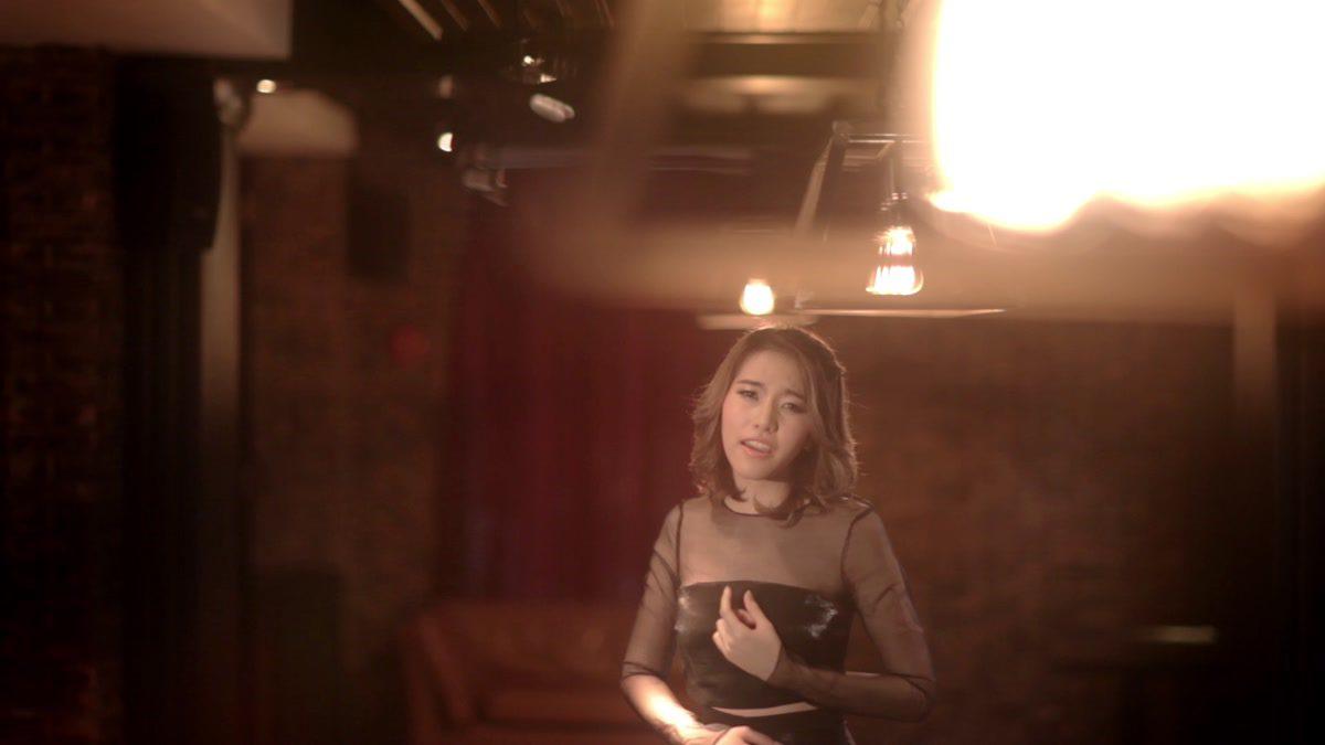 [MONO MUSIC Bar] ฟ้าฝน คนเหงา - แบมแบม Candy Mafia [Official MV]