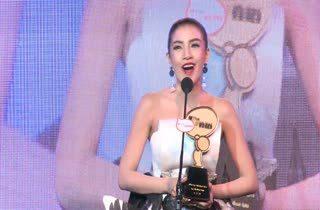 [HD] ใบเตย อาร์สยาม - อ๊อฟ ปองศักดิ์ - 3.2.1 ได้รับรางวัล MThai Top Talk Artist 2014