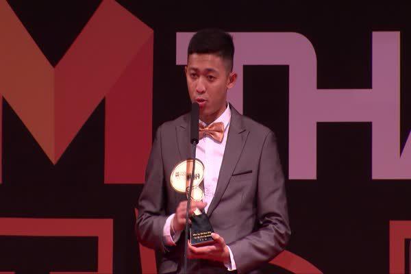 ศุภวุฒิ เถื่อนกลาง - วีระศักดิ์ โจมทอง ได้รับรางวัล MThai Top talk-about Sportsman 2016