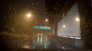 วอนเลิกได้แล้ว เปิดไฟฉุกเฉินขับรถ ขณะฝนตก