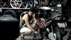 """ครั้งหนึ่งของ """"เจมส์ มาร์"""" กับบทบาทช่างซ่อมรถ ก่อนจะโกอินเตอร์ประกบคู่นักแสดงเกาหลี !"""