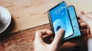 วิศวกร Samsung เผย Galaxy X สมาร์ทโฟนจอ พับงอได้ จะยังไม่เปิดตัวก่อนปี 2019
