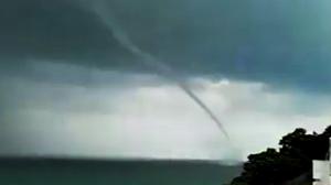 ฮือฮา! 'พายุงวงช้าง' โผล่กลางทะเลเกาะสมุย-เกาะพะงัน
